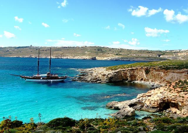 Comino-boat-bluelagoon Malta
